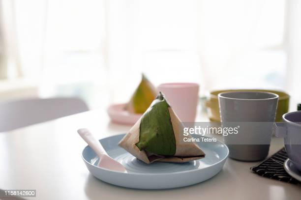 plastic plate with a packet of nasi lemak - plastic plate stock pictures, royalty-free photos & images