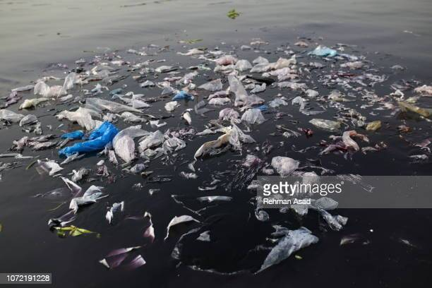 plastic pollution - plastic stockfoto's en -beelden