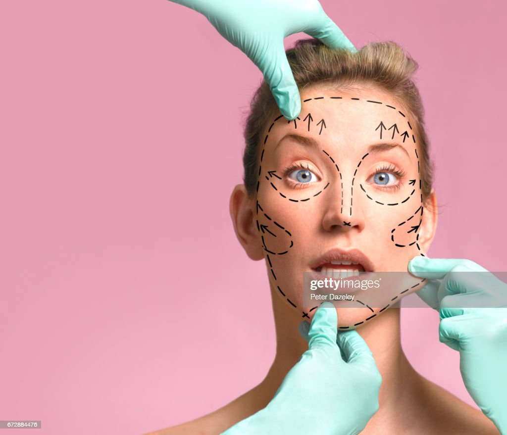 Plastic surgeon marking up for surgery : Stock Photo