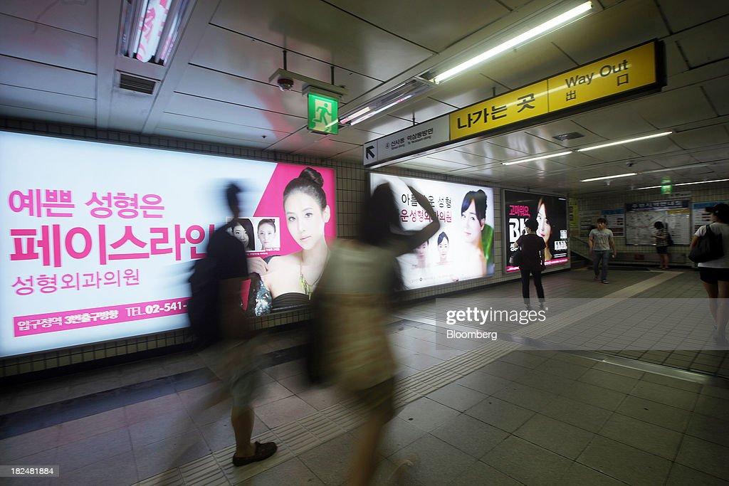 Tourists Flock to South Korea For Plastic Surgery : News Photo
