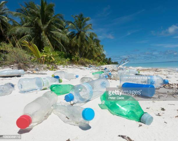 plastic washed up on tropical island - 使い捨て製品 ストックフォトと画像