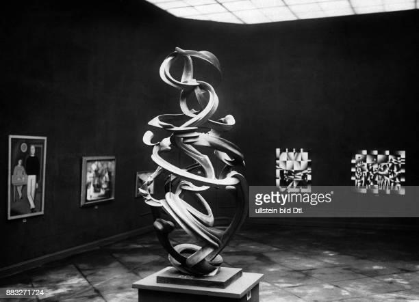 Plastik von Oswald Herzog in der Ausstellung der Großen Berliner Kunstausstellung John Graudenz Originalaufnahme im Archiv von ullstein bild