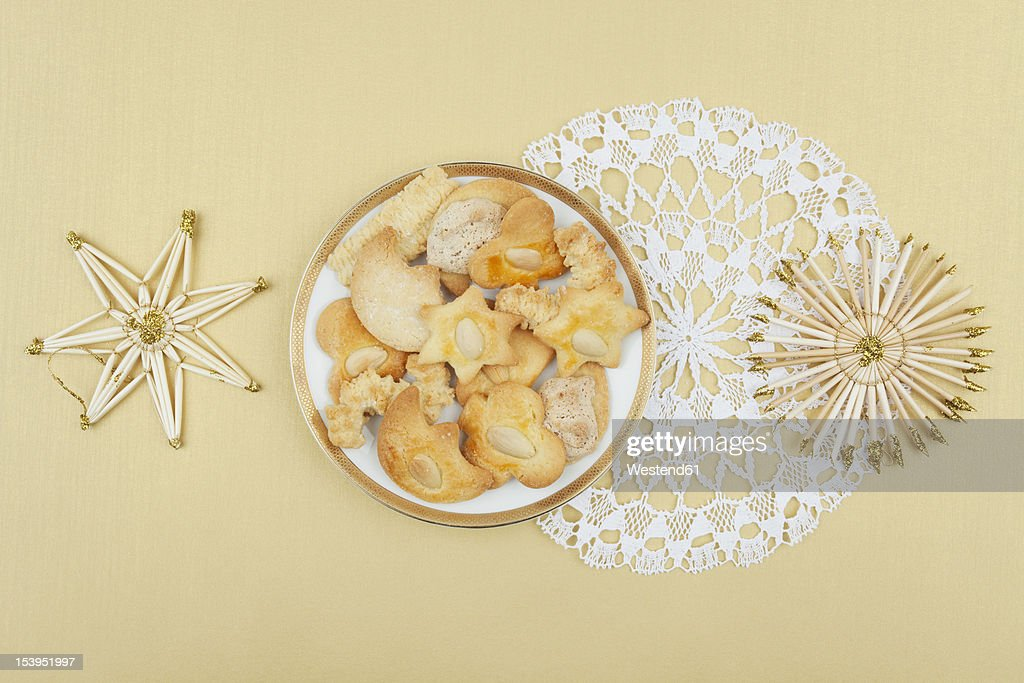 Plate of Christmas biscuits and straw star decoration : Stock Photo