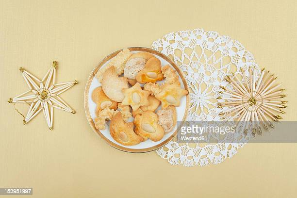 plate of christmas biscuits and straw star decoration - doily ストックフォトと画像