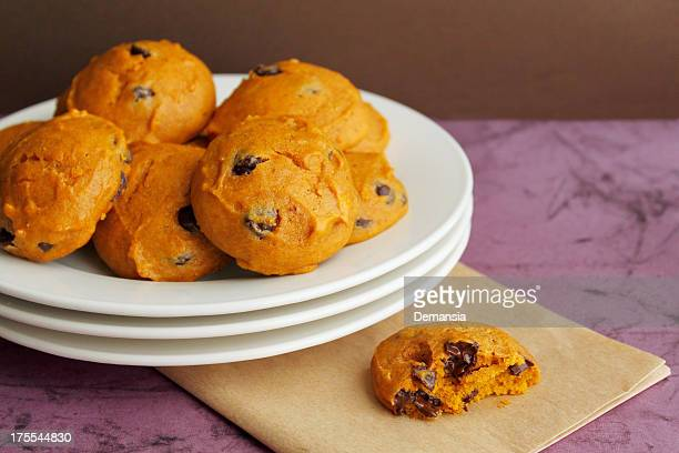 plate of cookies - chocolate chip cookie stock pictures, royalty-free photos & images