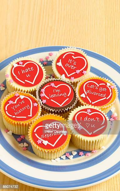 plate of cup cakes with broken hearts and messages - naughty valentine stockfoto's en -beelden