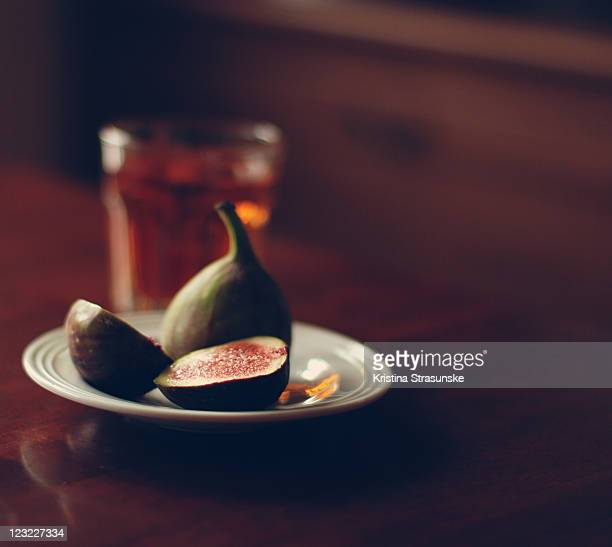 Plate of figs and tea