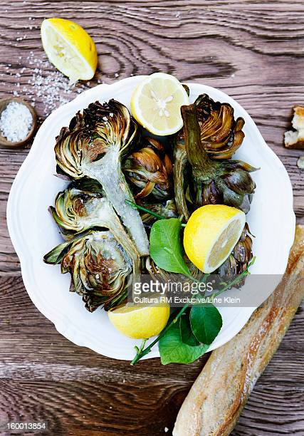 plate of grilled asparagus and lemon - klein stock pictures, royalty-free photos & images