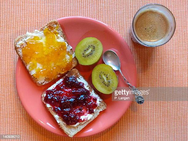 Plate of Kiwi fruits and  bread