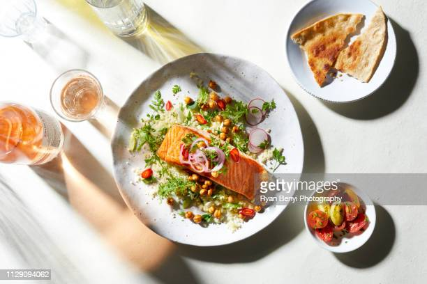 plate of salmon and salad with pitta bread, overhead view - cruciferae fotografías e imágenes de stock