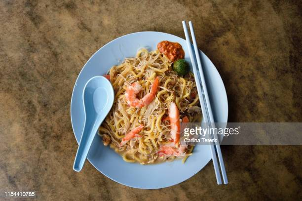 plate of singaporean fried hokkien mee - noodles stock pictures, royalty-free photos & images