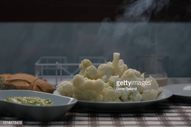 a plate with freshly cooked cauliflower, aioli and bread on a table - dorte fjalland stock-fotos und bilder