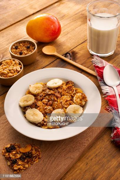 Plate with granola