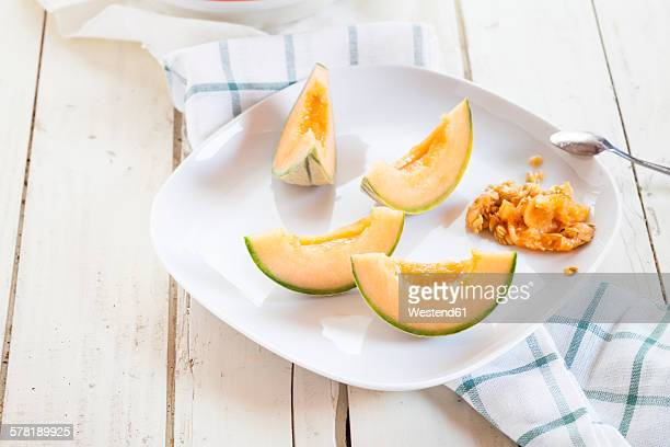 Plate with sliced and pitted Charentais melon