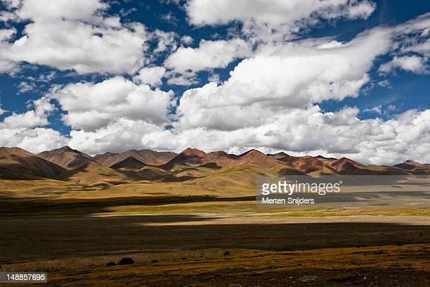 plateau near mt nojin kangtsang. - merten snijders stock pictures, royalty-free photos & images