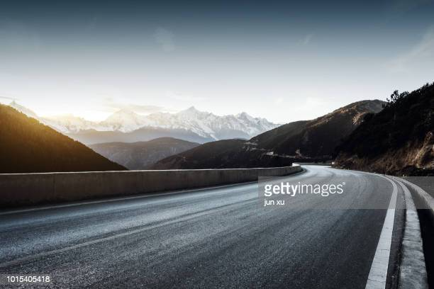 plateau snow mountain road - mountain road stock pictures, royalty-free photos & images