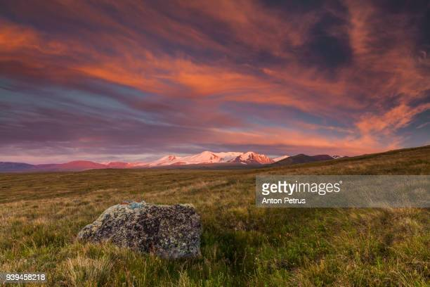 plateau ukok at sunset, altai mountains, siberia, russia - summits russia 2015 stock pictures, royalty-free photos & images