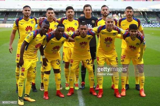 Platers of America pose during the second round match between America and Pachuca as part of the Torneo Clausura 2018 Liga MX at Azteca Stadium on...