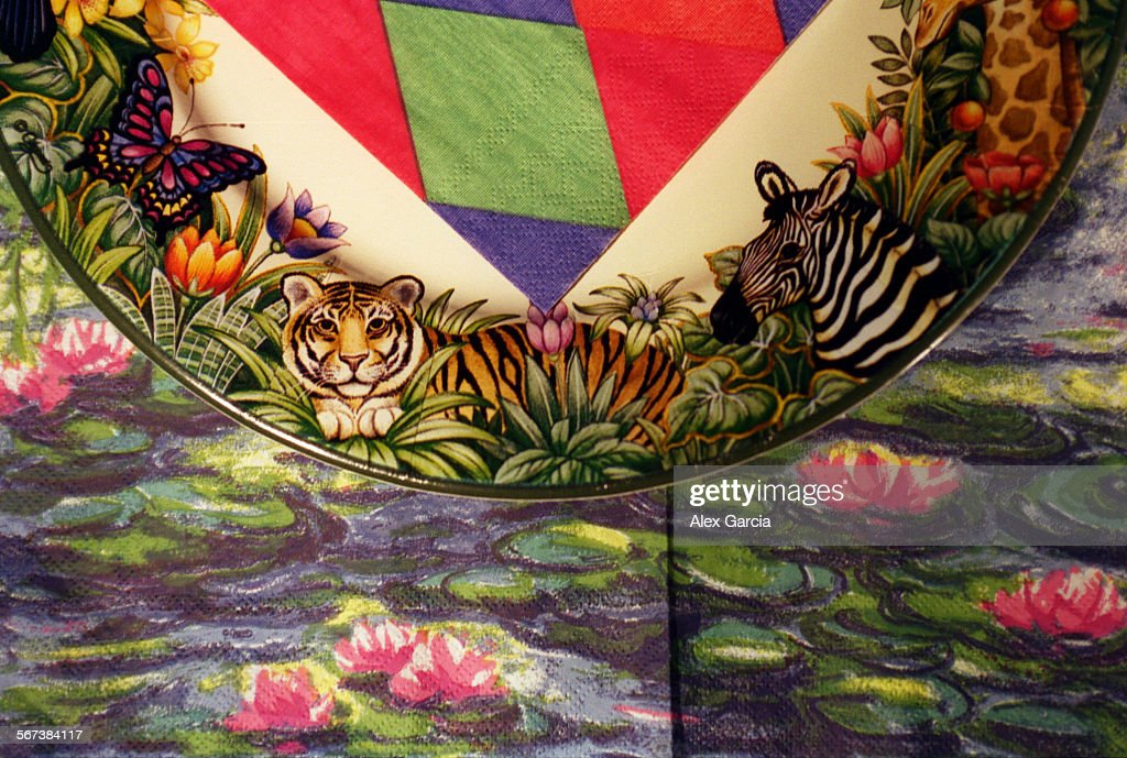 LS.plates.tiger.0118.AAG––High end paper plates and napkins range ...