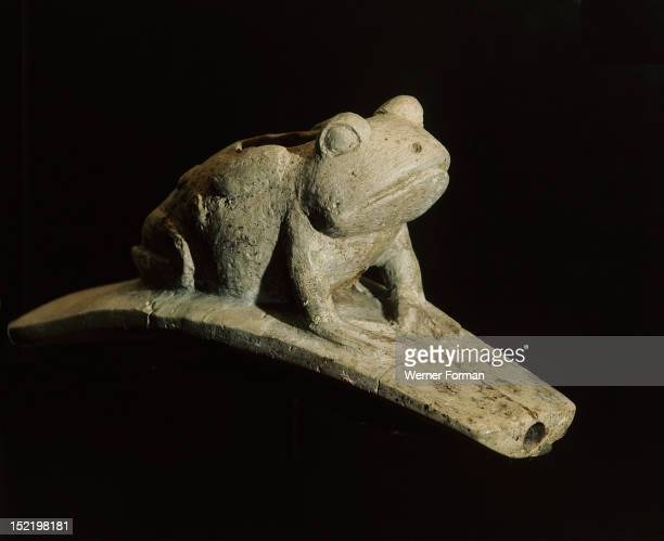 Platform effigy pipe The pipe bowl is in the form of a toad USA Hopewell 300 BC AD 500