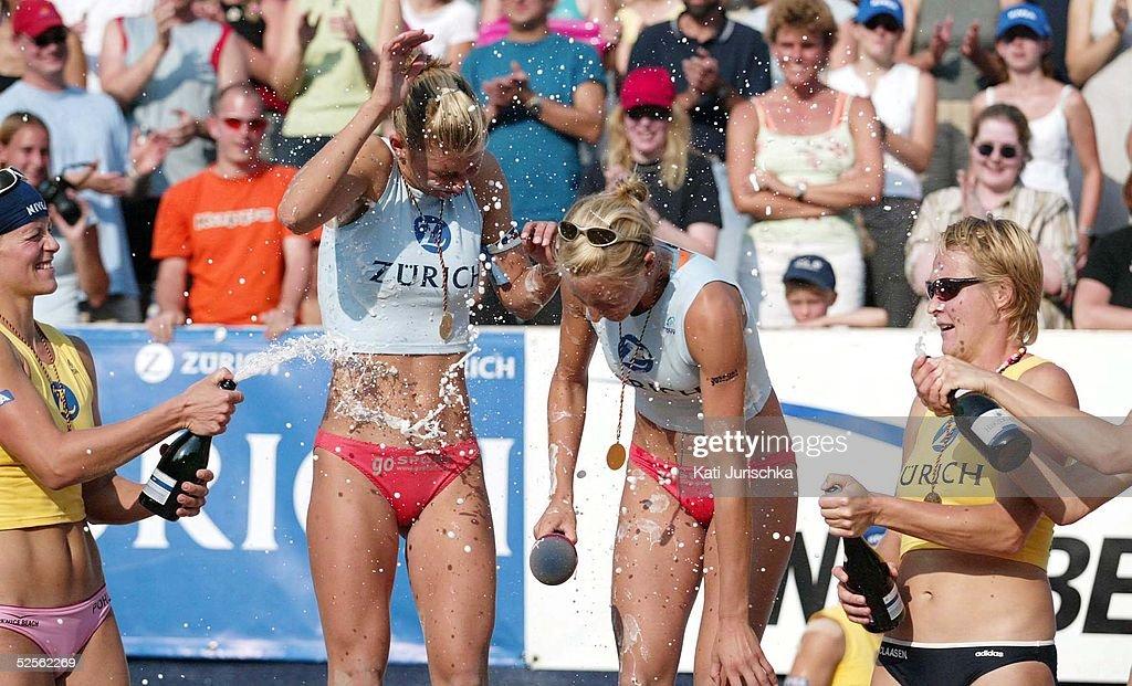 Deutsche Meisterschaften 2004, Timmendorf; sektbegiessung von 1. Platz Hella JURICH und Rieke BRINK- ABELER, 2. Platz Okka RAU und Stephanie POHL, 3. Platz Helke CLAASEN und Martina STOOF
