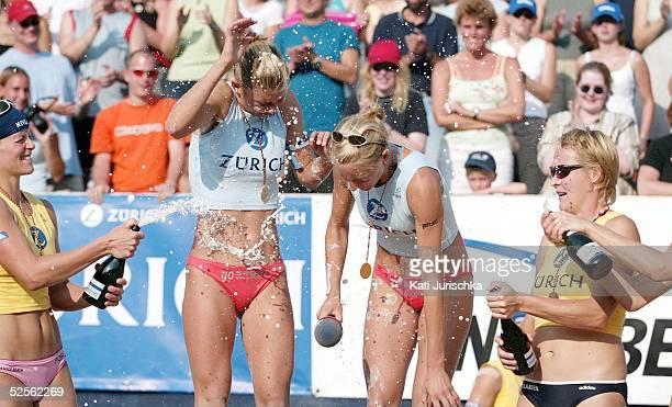 Beachvolleyball Deutsche Meisterschaften 2004 Timmendorf sektbegiessung von 1 Platz Hella JURICH und Rieke BRINK ABELER 2 Platz Okka RAU und...