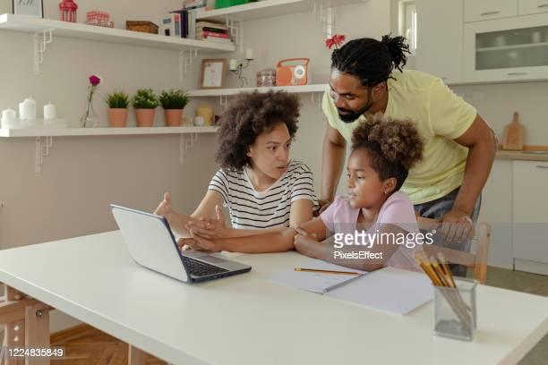 お子様の宿題で活躍 - 人里離れた ストックフォトと画像