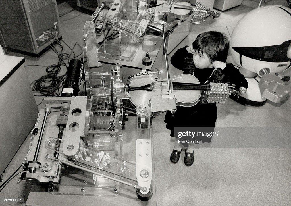 Play it again; Robot. Mariko Macksey; 4; listens as a robot plays violin at the Ontario Science Cent : News Photo