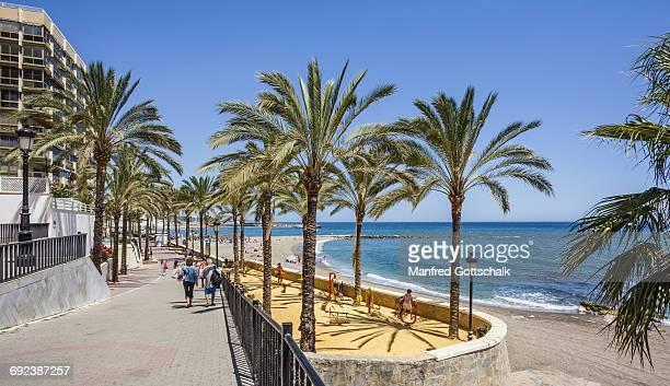 playa de la bajadilla marbella - マルベーリャ ストックフォトと画像
