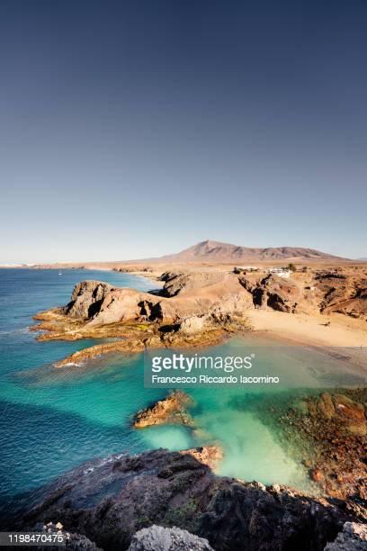 playa de papagayo, lanzarote, canary islands. no people in the morning light - francesco riccardo iacomino spain foto e immagini stock