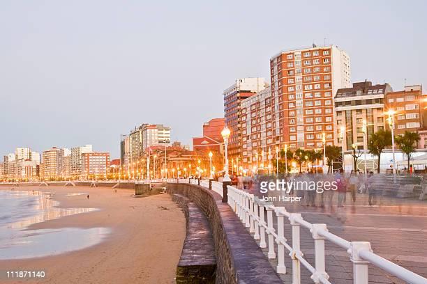 playa de san lorenzo, gijon, asturias, spain - ヒホン ストックフォトと画像