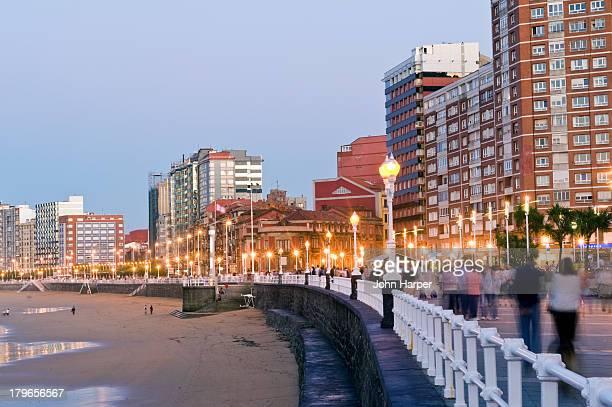 playa de san lorenzo, gijon, asturias, spain - gijon fotografías e imágenes de stock