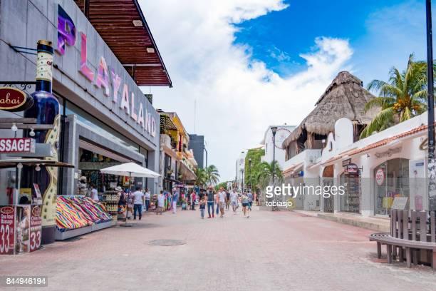 rua comercial de playa del carmen - playa del carmen - fotografias e filmes do acervo