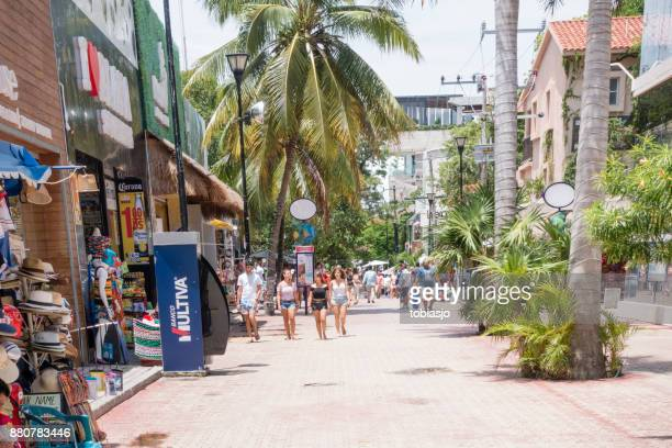 calle comercial de playa del carmen - playa del carmen fotografías e imágenes de stock