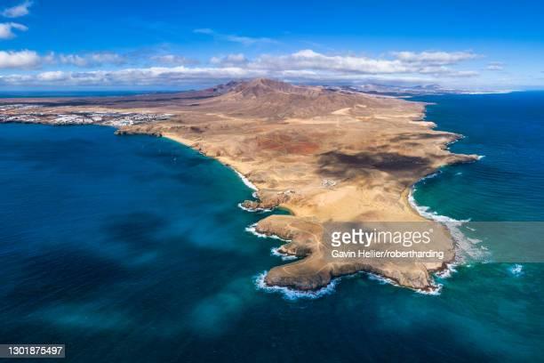 playa del papagayo near playa blanca, lanzarote, canary islands, spain, atlantic, europe - gavin hellier stock pictures, royalty-free photos & images