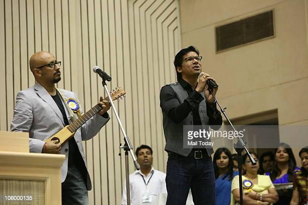 Playback singer Shaan sings 'Behti Hawa Sa Tha Woh' from the film '3 Idiots' as music director Shantanu Moitra accompanies him during the 57th...