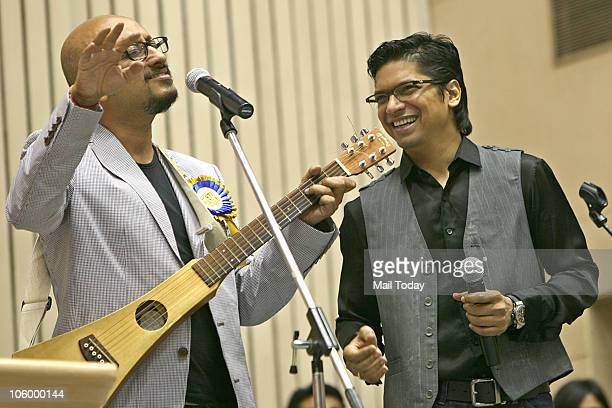 Playback singer Shaan sings 'Behti Hawa Sa Tha Woh' from the film '3 Idiots' as music director Shantanu Moitra accompanies him during the 57th...