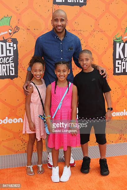 NBA player Dahntay Jones and family arrive at the Nickelodeon Kids' Choice Sports Awards 2016 at the UCLA's Pauley Pavilion on July 14 2016 in...