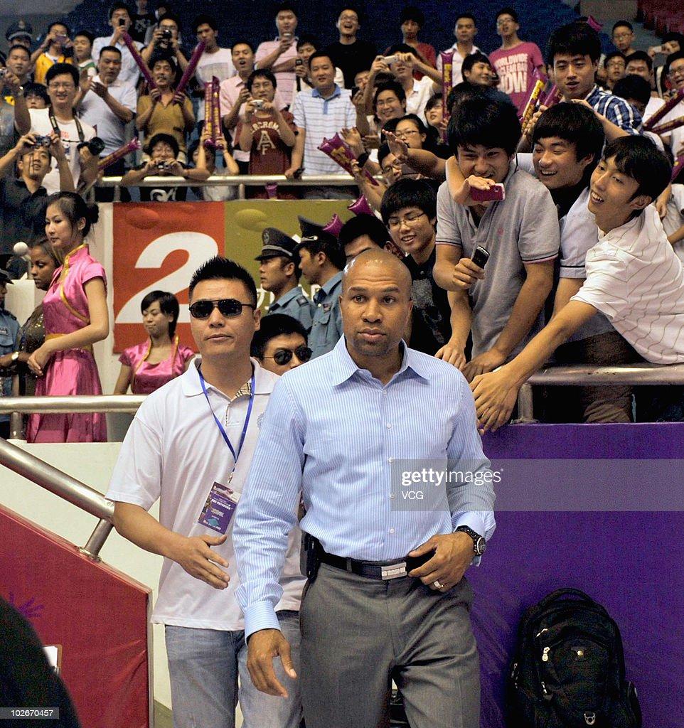 Fotos Und Bilder Von Nba Player Derek Fisher Arrives In Hangzhou