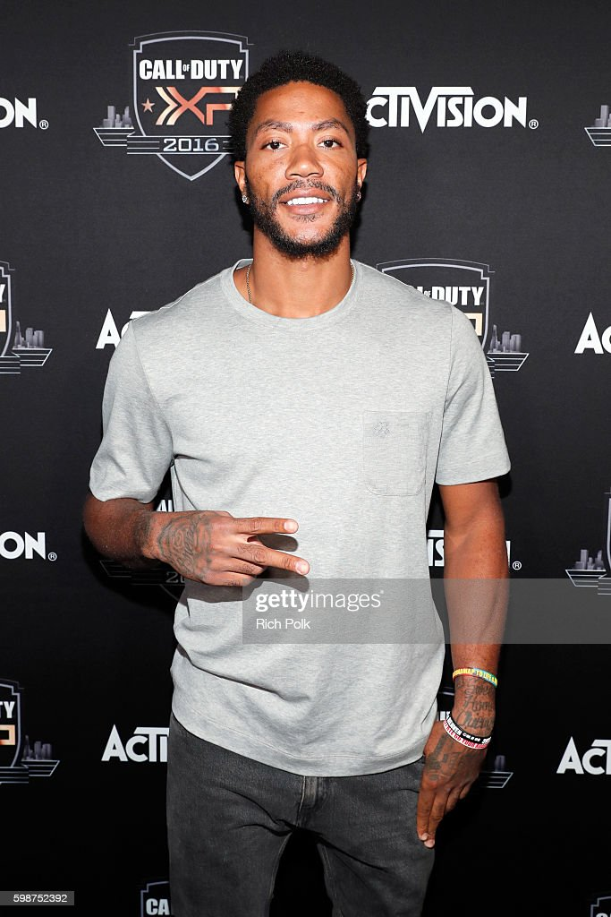 NBA player Derrick Rose attends The Ultimate Fan Experience, Call Of Duty XP 2016 presented by Activision at The Forum on September 2, 2016 in Inglewood, California.