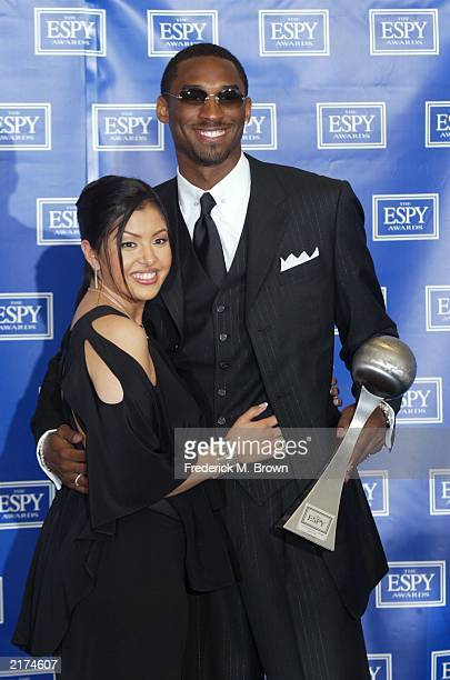 NBA player Kobe Bryant of the Los Angeles Lakers and his wife Vanessa pose backstage during the 10th Annual ESPY Awards at the Kodak Theatre on July...