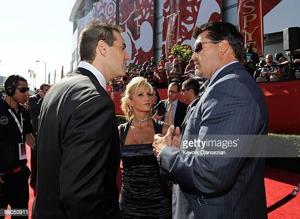 NFL player Kurt Warner wife Brenda Warner and ESPN analyst Mark Schlereth arrive at the 2009 ESPY Awards held at Nokia Theatre LA Live on July 15...
