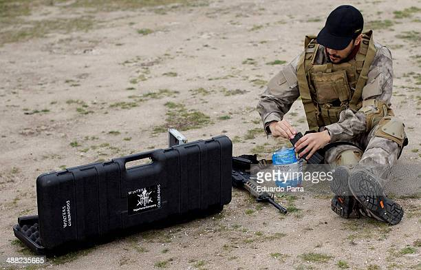 A player loads his gun airsoft during a simulation of combat in a game of airsoft at Valleingrado playfield on April 26 2014 in Madrid Spain For each...