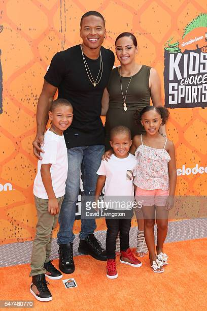 Player Marvin Jones and family arrive at the Nickelodeon Kids' Choice Sports Awards 2016 at the UCLA's Pauley Pavilion on July 14, 2016 in Westwood,...