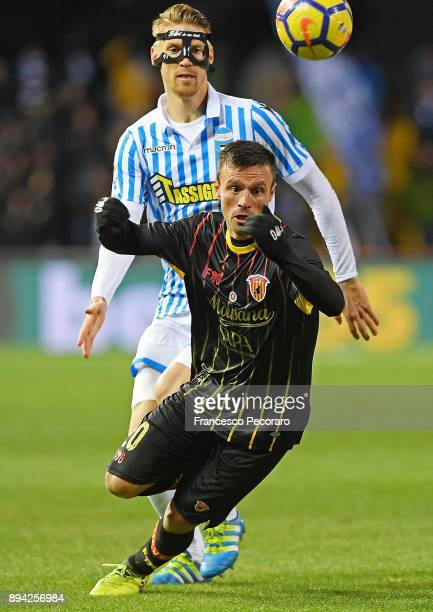 Player of Benevento Calcio Ledian Memushaj vies with Spal player Bartosz Salamon during the Serie A match between Benevento Calcio and Spal at Stadio...