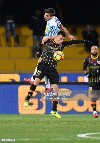 Player of Benevento Calcio Ledian Memushaj vies with Spal player Alberto Grassi during the Serie A match between Benevento Calcio and Spal at Stadio...