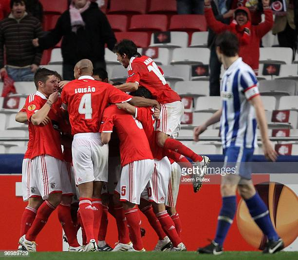Player of Benfica celebrate after Oscar Cardozo scoring his team's fourth goal during the UEFA Europa League knockout round second leg match between...