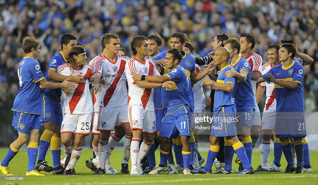 Boca Juniors v River Plate - Nestor Kirchner Clausura 2011 : News Photo