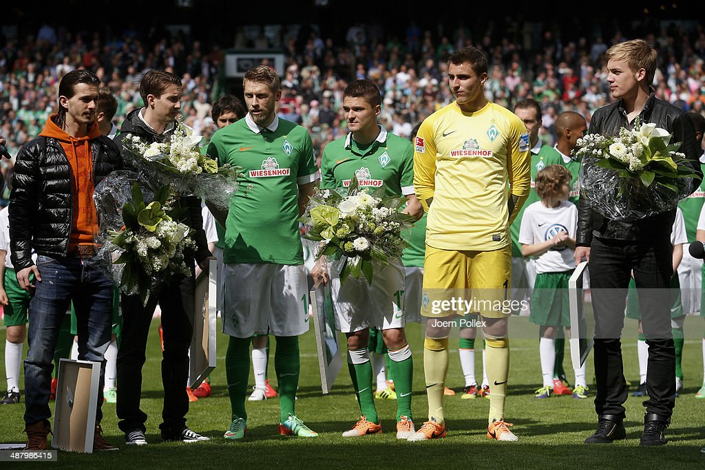 Player of Bremen get honored prior to the Bundesliga match between Werder Bremen and Hertha BSC at Weserstadion on May 3, 2014 in Bremen, Germany.