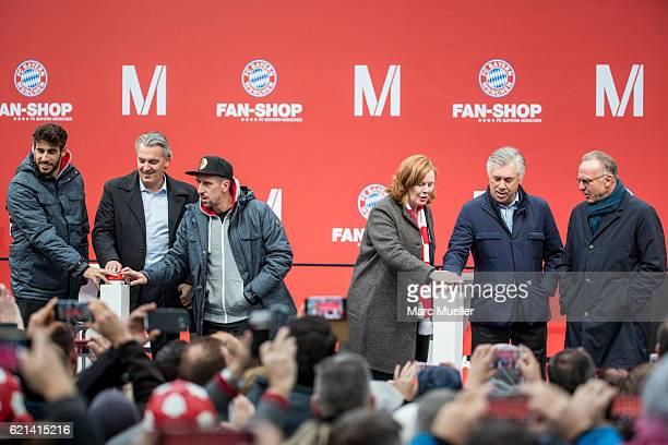 Player of FC Bayern Munich Javi Martinez Head of Merchandising Joerg Wacker Franck Ribery CEO of Airport Munich Andrea Gebbeken Headcoach Carlo...